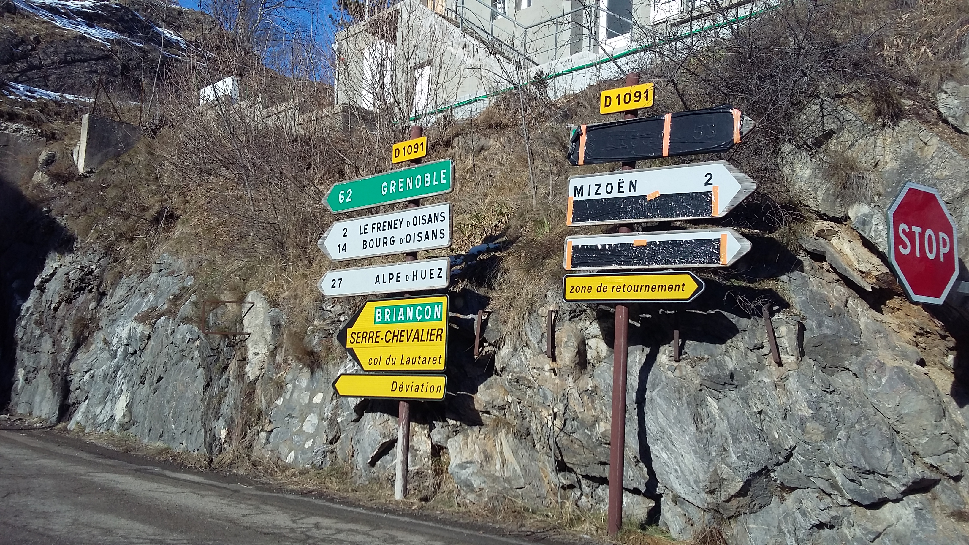 la grave road signs