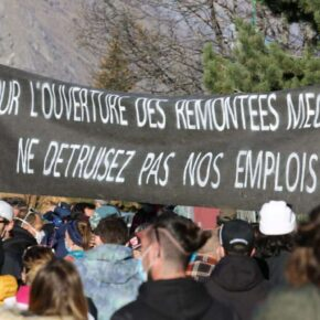 #MontagneEnColere:  Demonstrations in French Ski Resorts